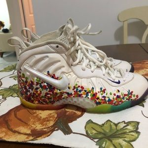 Nike Young sneakers. Size 4Y